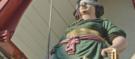 Sehenswuerdigkeit Gerechtigkeitsbrunnen Aarau